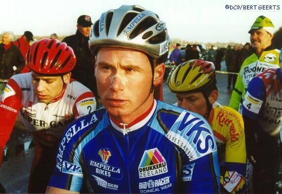 http://autobus.cyclingnews.com/photos/2000/jan00/wimdevos.jpg
