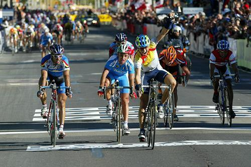 http://autobus.cyclingnews.com/photos/2003/worlds03/emrr/JD29_menrr.jpg