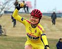 (Click for larger image) Ayako Toyooka (Bicinoko.com) wins her first Japanese cyclocross title