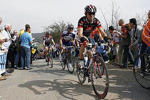 http://autobus.cyclingnews.com/photos/2006/apr06/lbl06/Valverdeonlaredoute.jpg