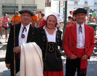 Pictures Of Traditional Clothing From France 17