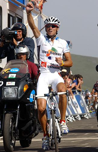 http://autobus.cyclingnews.com/photos/2006/vuelta06/vuelta067/7_35g.jpg