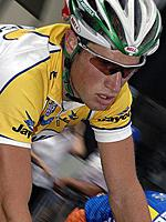 (Click for larger image) Mark Renshaw (Skilled) corners on his way to overall victory in the 2007 Jayco Bay Cycling Classic Series.
