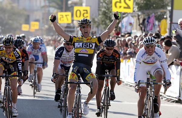 http://autobus.cyclingnews.com/photos/2009/feb09/sardegna09/sardegna093/bettiniphoto_0034487_1_full.jpg